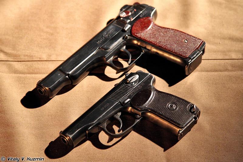 Пистолеты АПС и ПМ (APS and PM pistols)