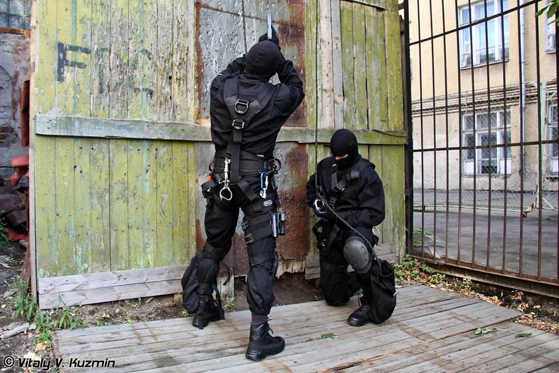 Высотная подготовка СОБР ГУ МВД России по г.Москве (Moscow Special Rapid Reaction Unit SOBR rappelling training)