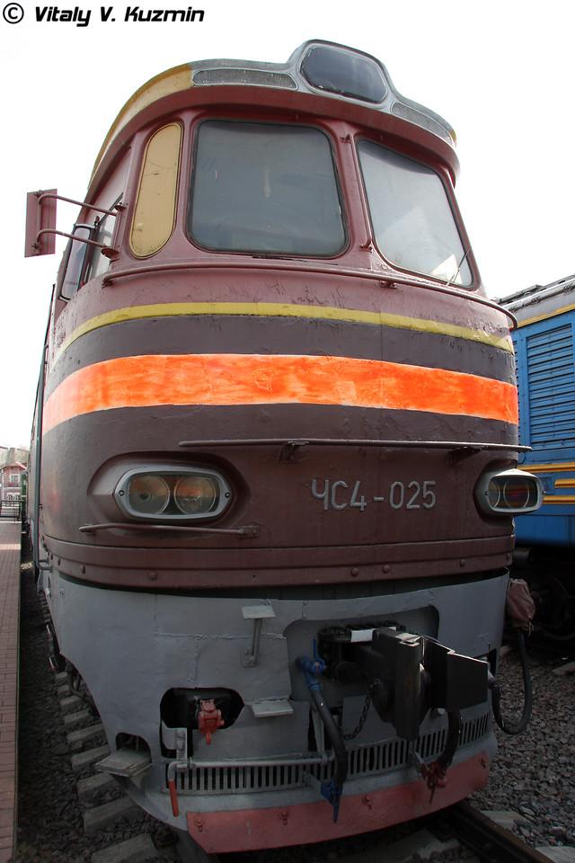 Электровоз ЧС4-025 построен в 1966г. в Чехословакии (Electric Ch4-025 was built in 1966 in Czechoslovakia)