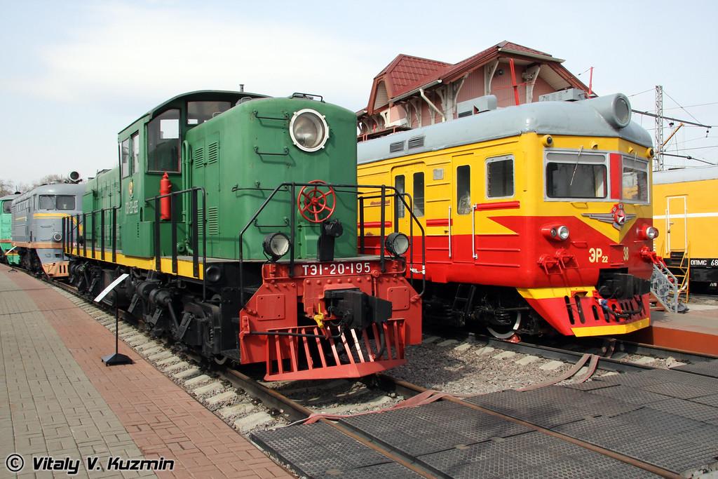 Тепловоз ТЭ1-20-195 и Моторвагонная секция ЭР22-38 (Diesel TE1-20-195 and electric ER22-38)