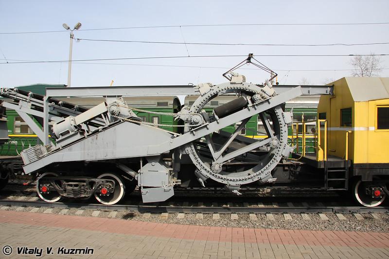 Машина щебнеочистительная ЩОМ1-МФ (Stone purifying vehicle SchOM1-MF)