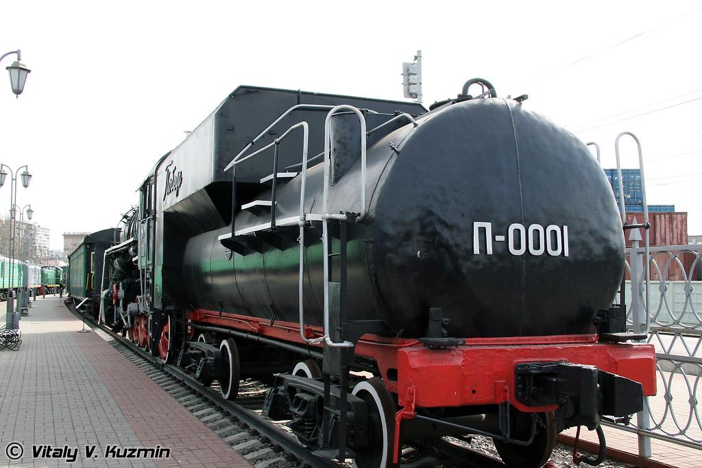 "Паровоз П-0001 ""Победа"" построен в 1945г. на Коломенском заводе (P-0001 Pobeda was built in 1945 by Kolomna locomotive-building plant)"