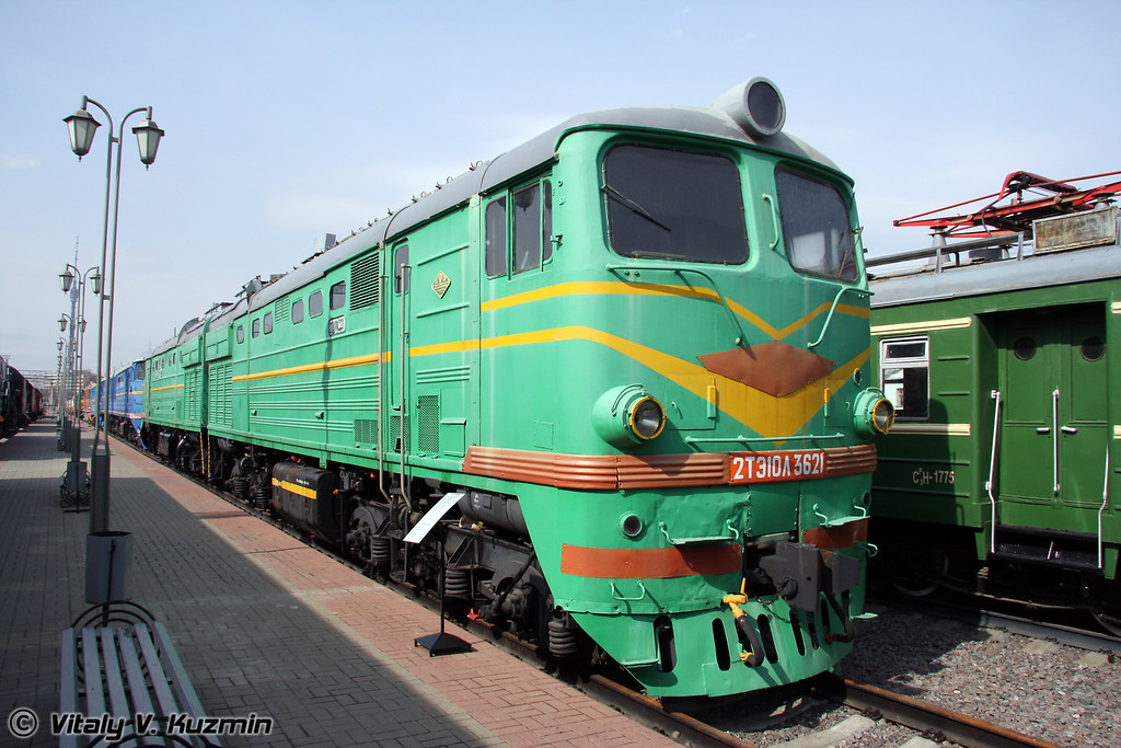 Тепловоз 2ТЭ10Л-3621 построен в 1976г. на Ворошиловградском тепловозостроительном заводе (Diesel 2TE10L-3621 was built in 1976 by Voroshilovgrad locomotive-building plant)