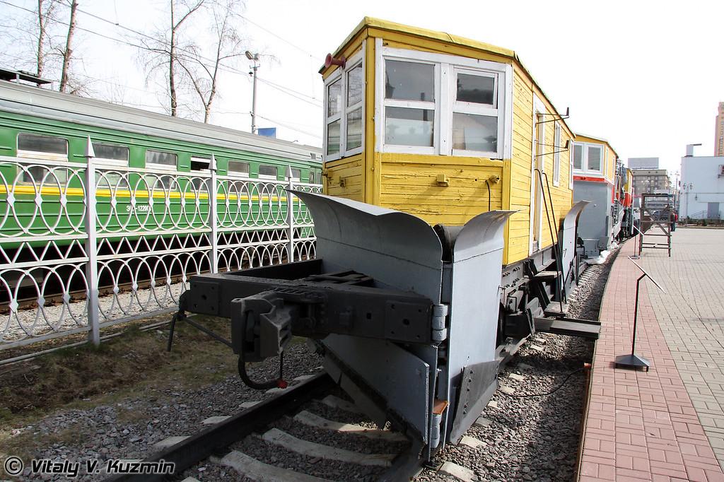 Снегоочиститель плуговой 2-путный системы ЦУМЗ (Snow-removal vehicle TsUMZ system)