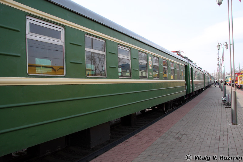 Моторвагонная секция СР3-Н 21775 построена в 1958г. на Рижском вагоностроительном заводе (Electric SR3-N 21775 was built in 1958 by Riga machine-building plant)