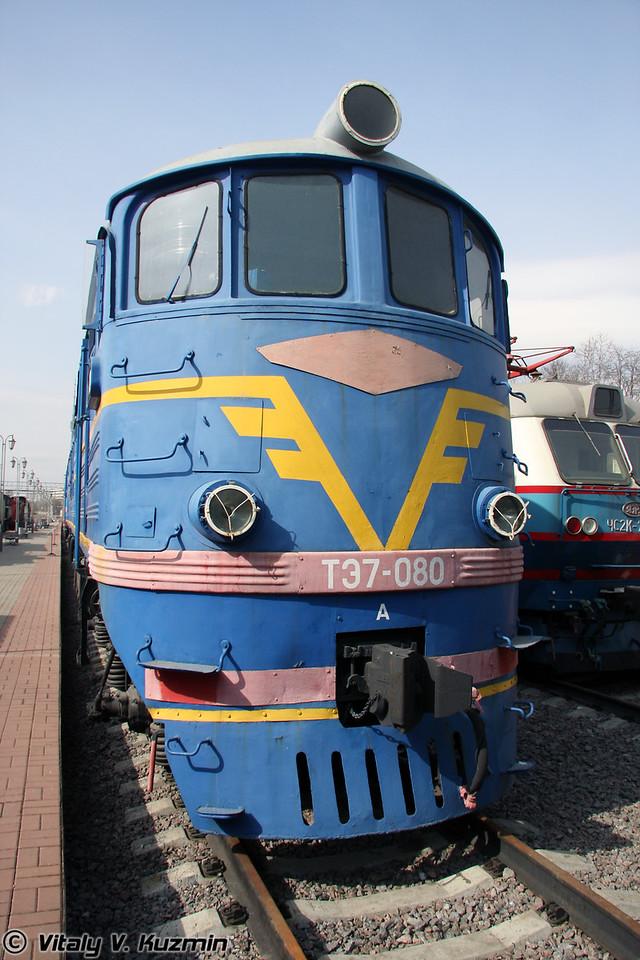 Тепловоз ТЭ7-080 построен в 1963г. на Ворошиловградском тепловозостроительном заводе (Diesel TE7-080 was built in 1963 by Voroshilovgrad locomotive-building plant)