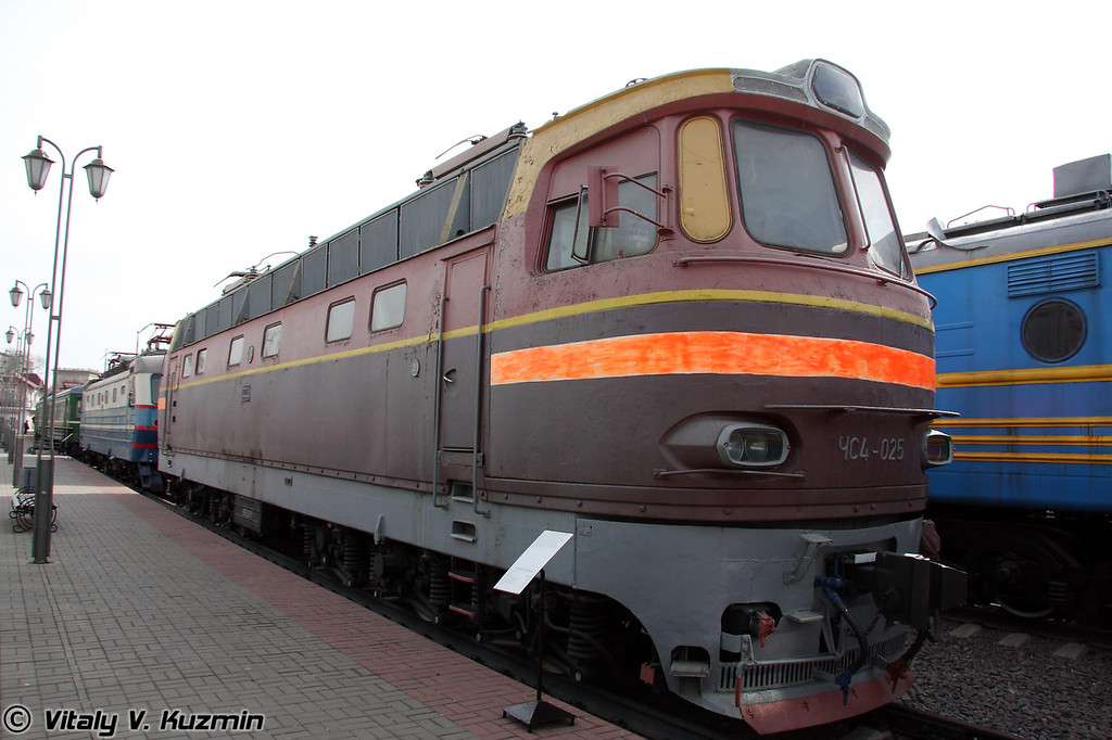 Электровоз ЧС4-025 построен в 1966г. в Чехословакии (Electric Ch4-025 was built in 1966 in Czechoslovakia)