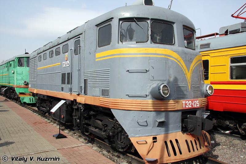 Тепловоз ТЭ2-125 построен в 1952г. на Харьковском заводе (Diesel TE2-125 was built in 1952 by Kharkov locomotive-building plant)