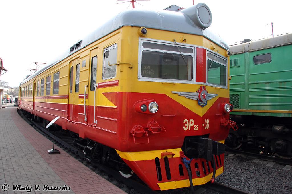 Моторвагонная секция ЭР22-38 построена в 1968г. на Рижском вагоностроительном заводе (Electric ER22-38 was built in 1968 by Riga machine-building plant)