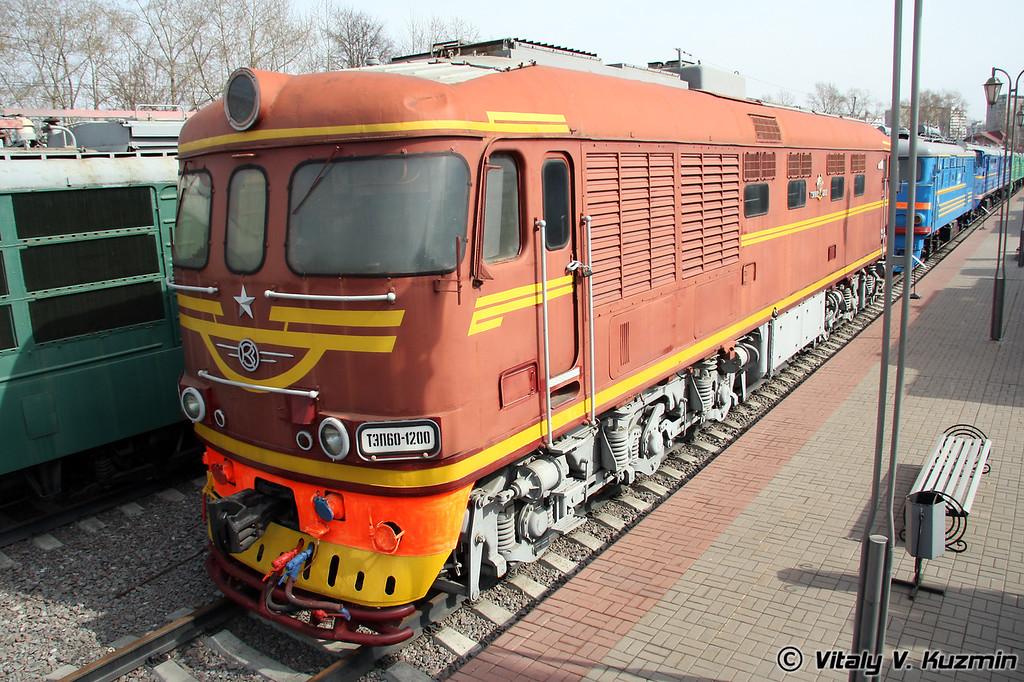 Тепловоз ТЭП60-1200 построен в 1984г. на Коломенском заводе (Diesel TEP60-1200 was built in 1984 by Kolomna locomotive-building plant)