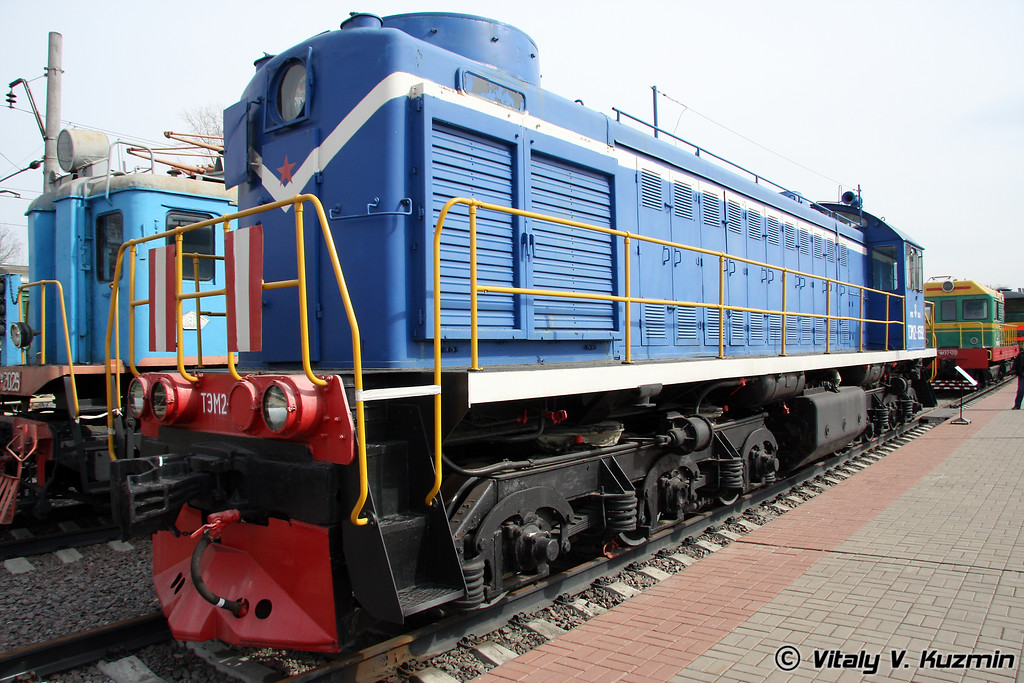 Тепловоз ТЭМ2-1592 построен в 1973г. на Брянском паровозостроительном заводе (Diesel TEM2-1592 was built in 1973 by Bryansk locomotive-building plant)