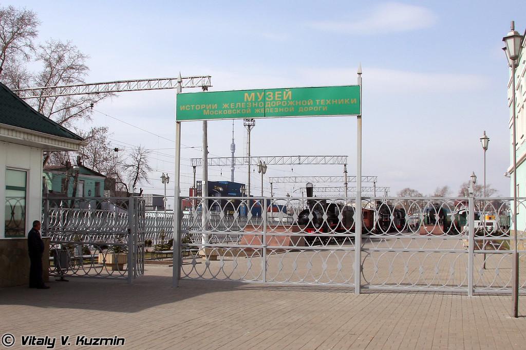Вход в музей (Main entrance)