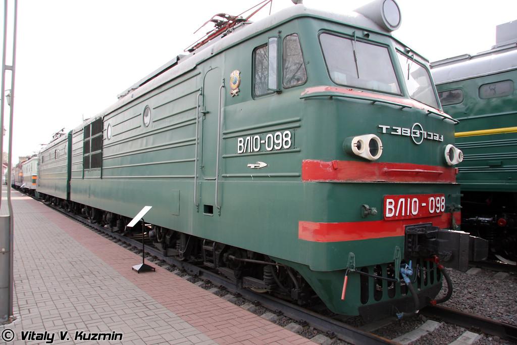 Электровоз ВЛ10-98 построен в 1970г. на Тбилисском электровозостроительном заводе (Electric VL10-98 was built in 1970 by Tbilisi locomotive-building plant)