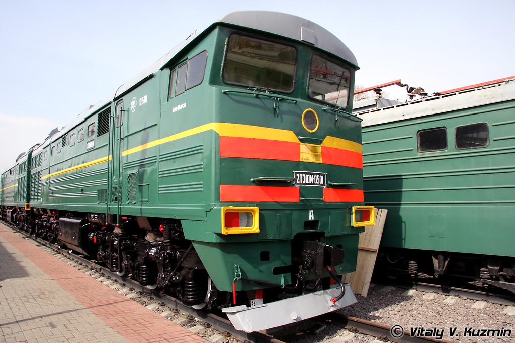Тепловоз 2ТЭ10М-0501 построен в 1982г. на Ворошиловградском тепловозостроительном заводе (Diesel 2TE10M-0501 was built in 1982 by Voroshilovgrad locomotive-building plant)