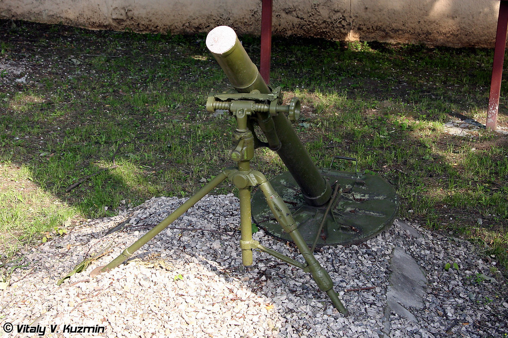 82 мм миномет М-37М (82 mm mortar M-37M)
