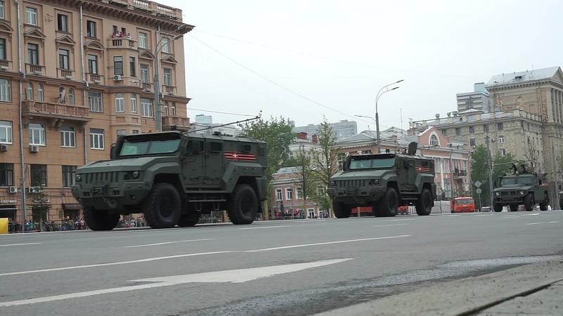 Видео прохождения механизированной колонны (Vehicles drive past video)