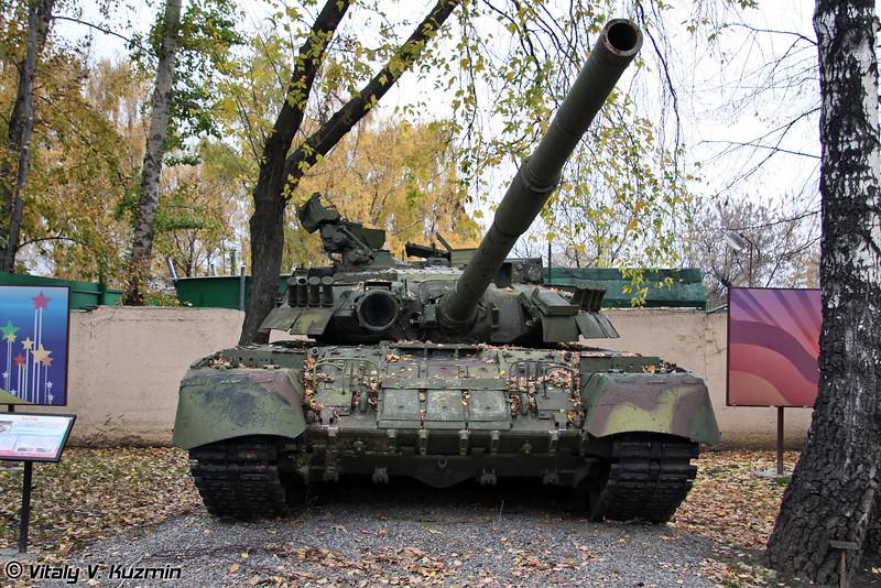 Т-80УД (T-80UD main battle tank)