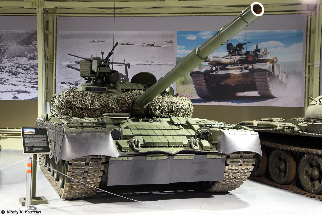 Основной танк Т-80БВ с самостоятельно установленной прошлым хозяином башней от Т-64БВ  (T-80BV main battle tank with non-factory mounted by the previous owner T-64BV turret)
