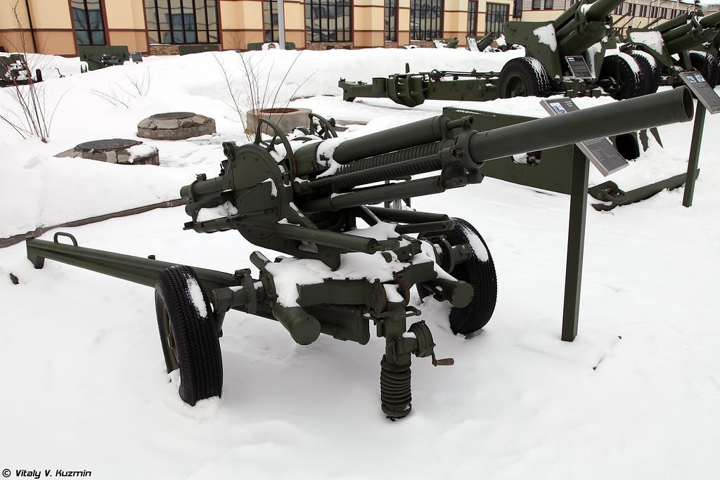 82-мм автоматический миномет 2Б9 Василек (2B9 Vasilek automatic 82 mm gun-mortar)