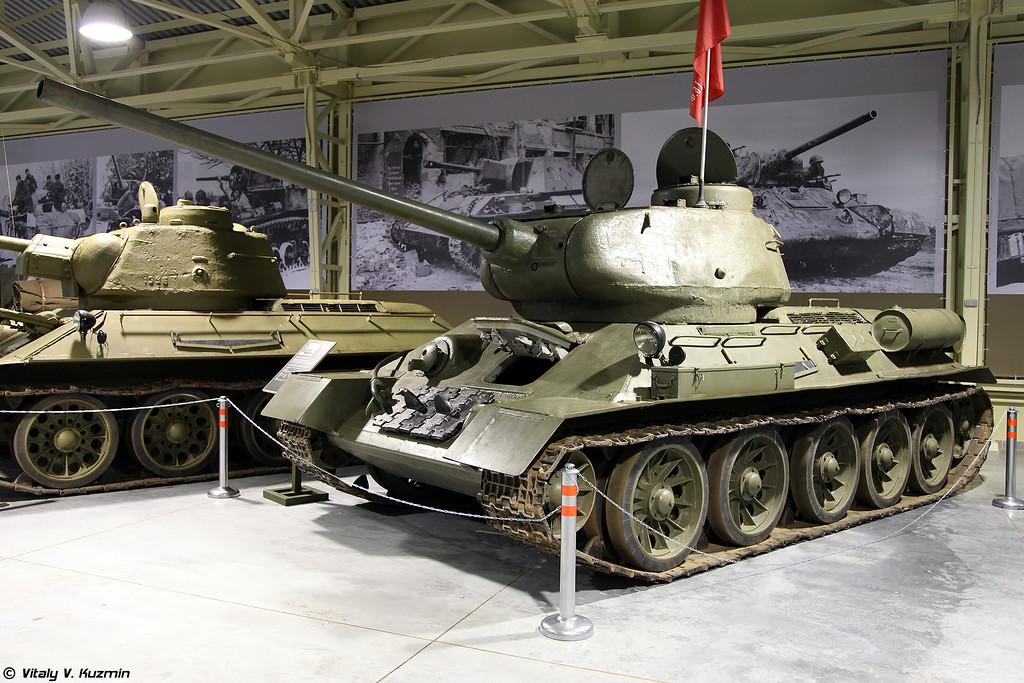 Средний танк Т-34-85 (T-34-85 tank)