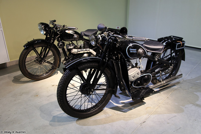Мотоциклы ИЖ-8 и Л-300 (IZh-8 and L-300 motorcycles)