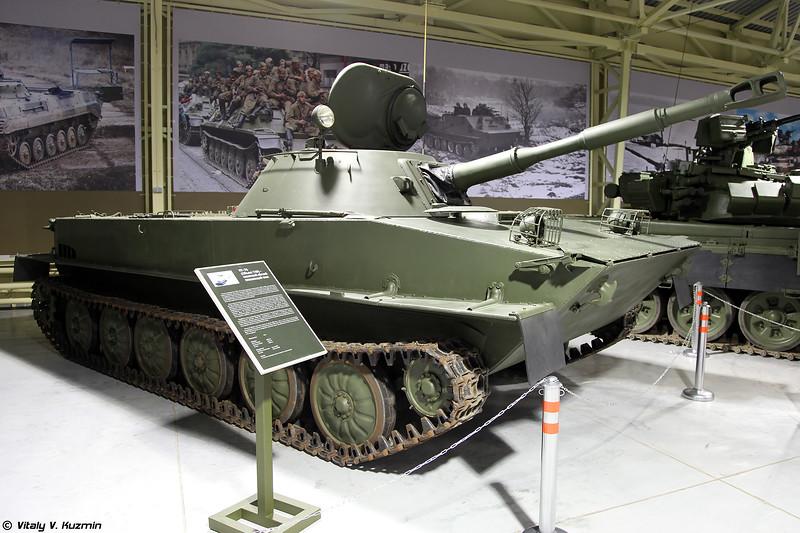 Легкий плавающий танк ПТ-76Б (PT-76B light amphibious tank)