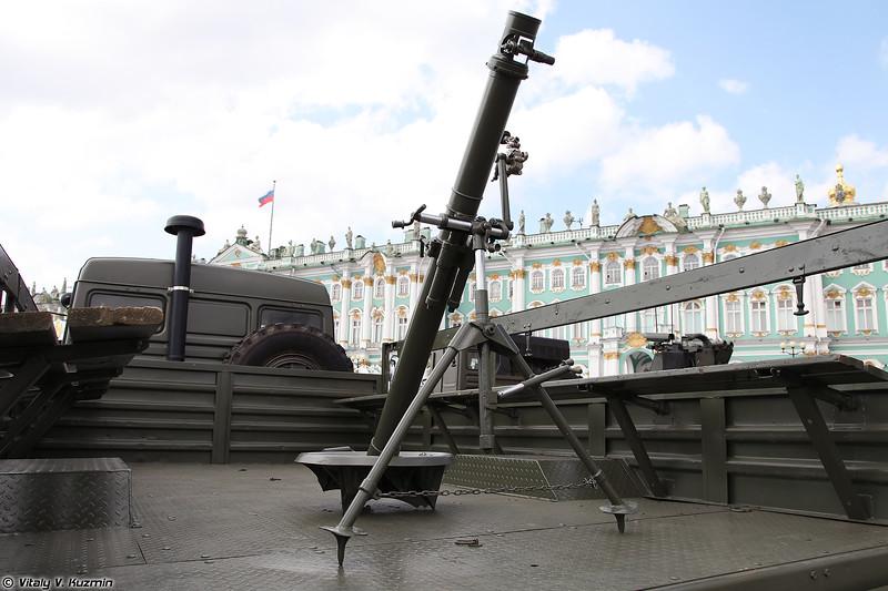 82-мм миномет 2Б14 (2B14 Podnos mortar)