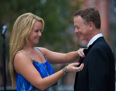 Daughter Ella pins Gary Sinise