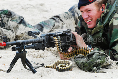 Dutch Royal Marines on the sand in Ostend (Oostende), Belgium after an amphibitious landing on a beachhead during Operation Storm Tide, a Field Training Exercise (FTX) in cooperation with Belgian Paratroopers. This marine handles the FN MAG machine gun.
