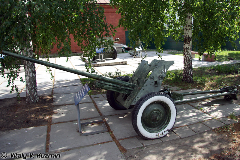 45-мм пушка М-42 (45-mm M-42 cannon)