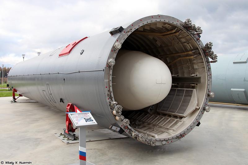 Межконтинентальная баллистическая ракета шахтного базирования 15А20 / УР-100К / РС-10 в транспортно-пусковом контейнере 15Я42 (15A20 / RS-10 / SS-11 mod.2 Sego ICBM in 15Ya42 transport launching container)