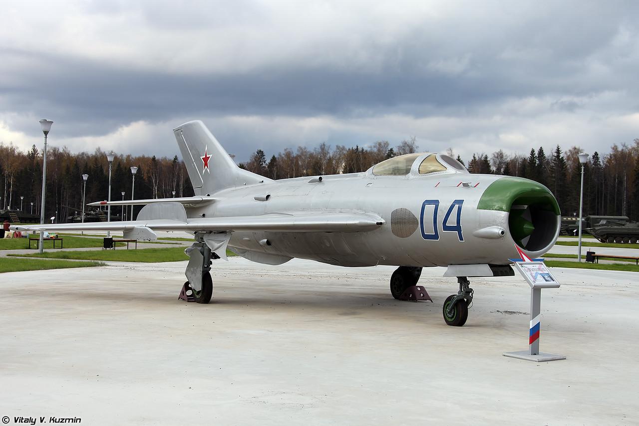 МиГ-19 (MiG-19)