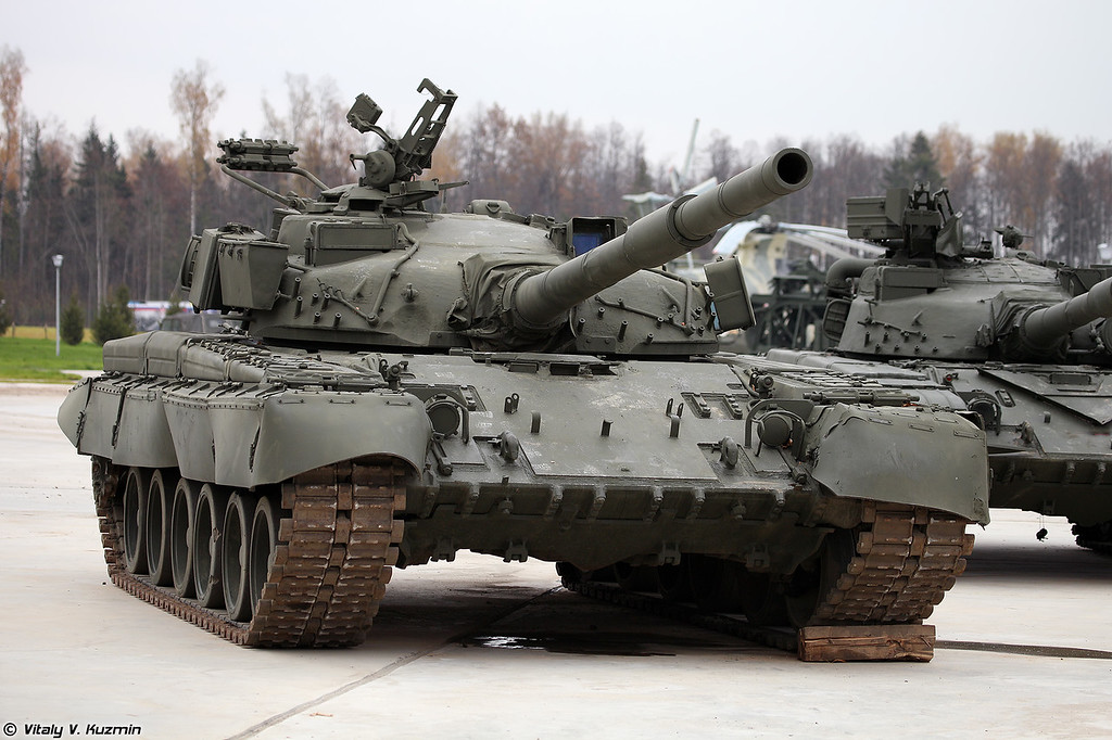 Т-80Б (T-80B main battle tank)