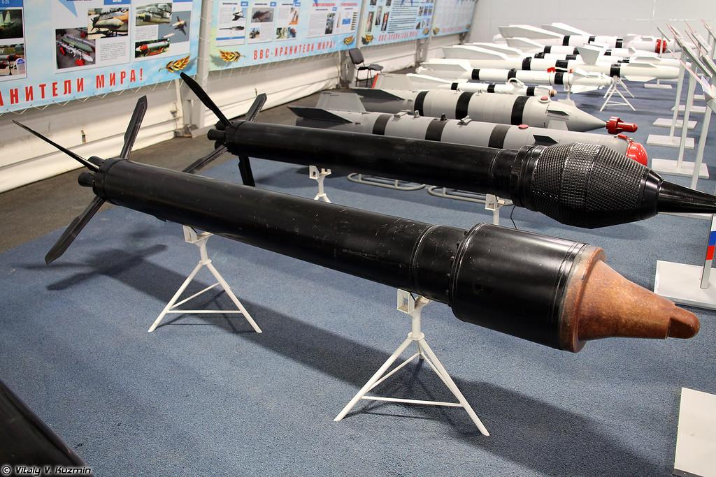 Неуправляемая авиационная ракета С-25-ОФМ (S-25-OFM unguided missile)