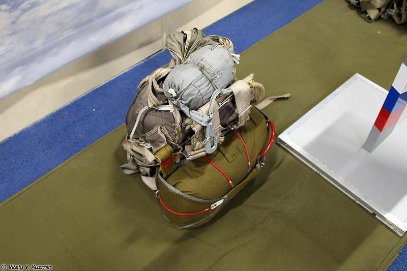 Парашютная система Д-6 серии 4 (D-6 series 4 parachute)