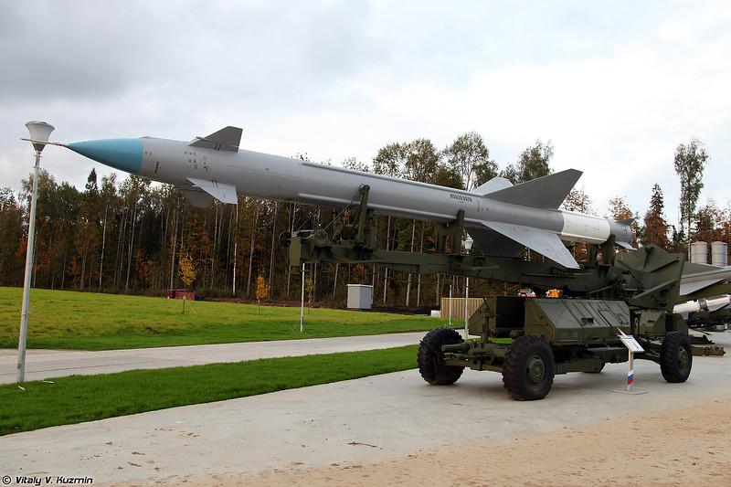 ЗРК С-25 с ЗУР В-300 (S-25 system with V-300 SAM)