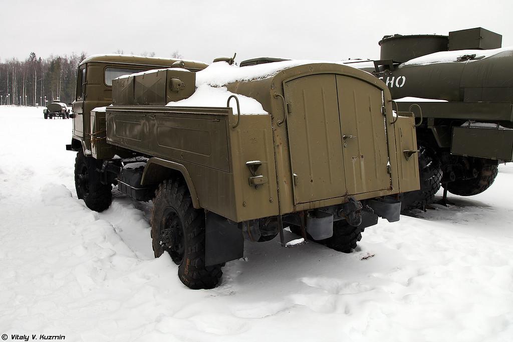 Маслозаправщик МЗ-66 (MZ-66 oil tanker)
