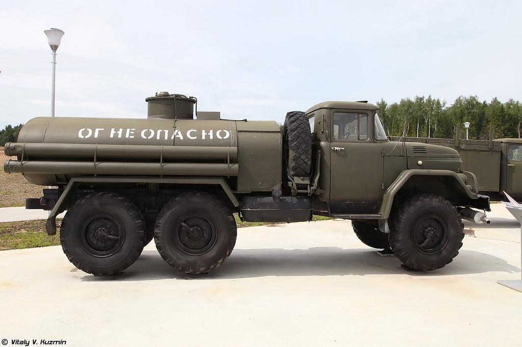 Автотопливозаправщик АТЗ-4,4-131 (ATZ-4,4-131 refueler)