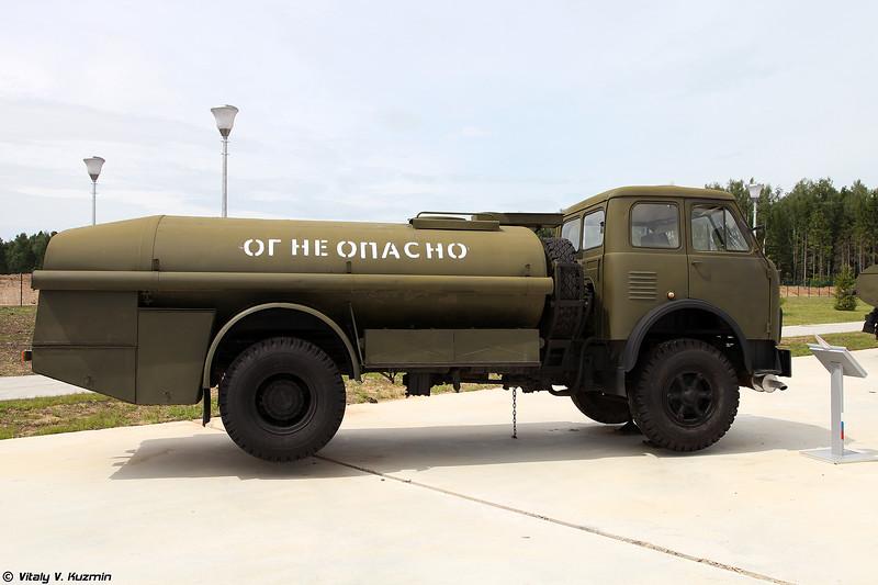 Топливозаправщик ТЗА-7,5-5334 (TZA-7,5-5334 refueling vehicle)