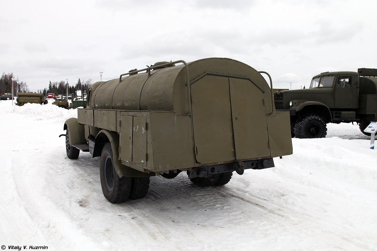 Маслозаправщик МЗ-150 на шасси ЗИЛ-164 (MZ-66 oil tanker on ZIL-164 chassis)