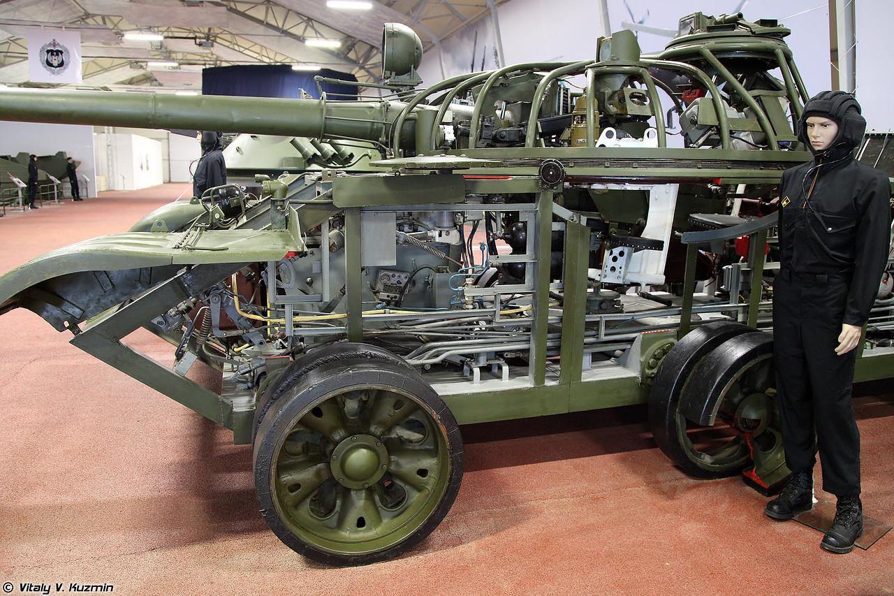 Учебно-действующий стенд УДС-166 танка Т-62 (UDS-166 trainer of T-62 tank)