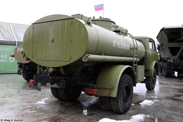 Автоцистерна АЦ-8-5334 (ATs-8-5334 fuel tanker)
