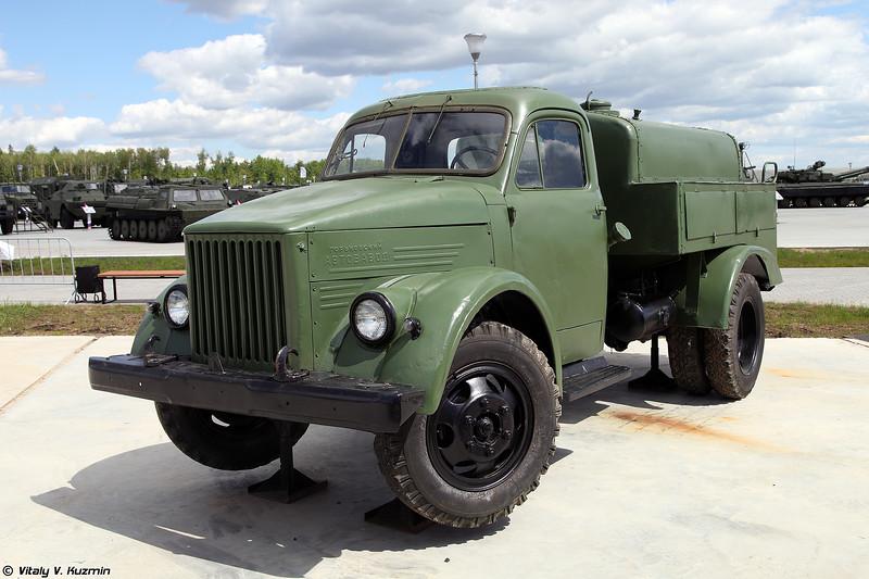 Маслозаправщик МЗ-51 на шасси ГАЗ-51 (MZ-51 oil tanker on GAZ-51 chassis)