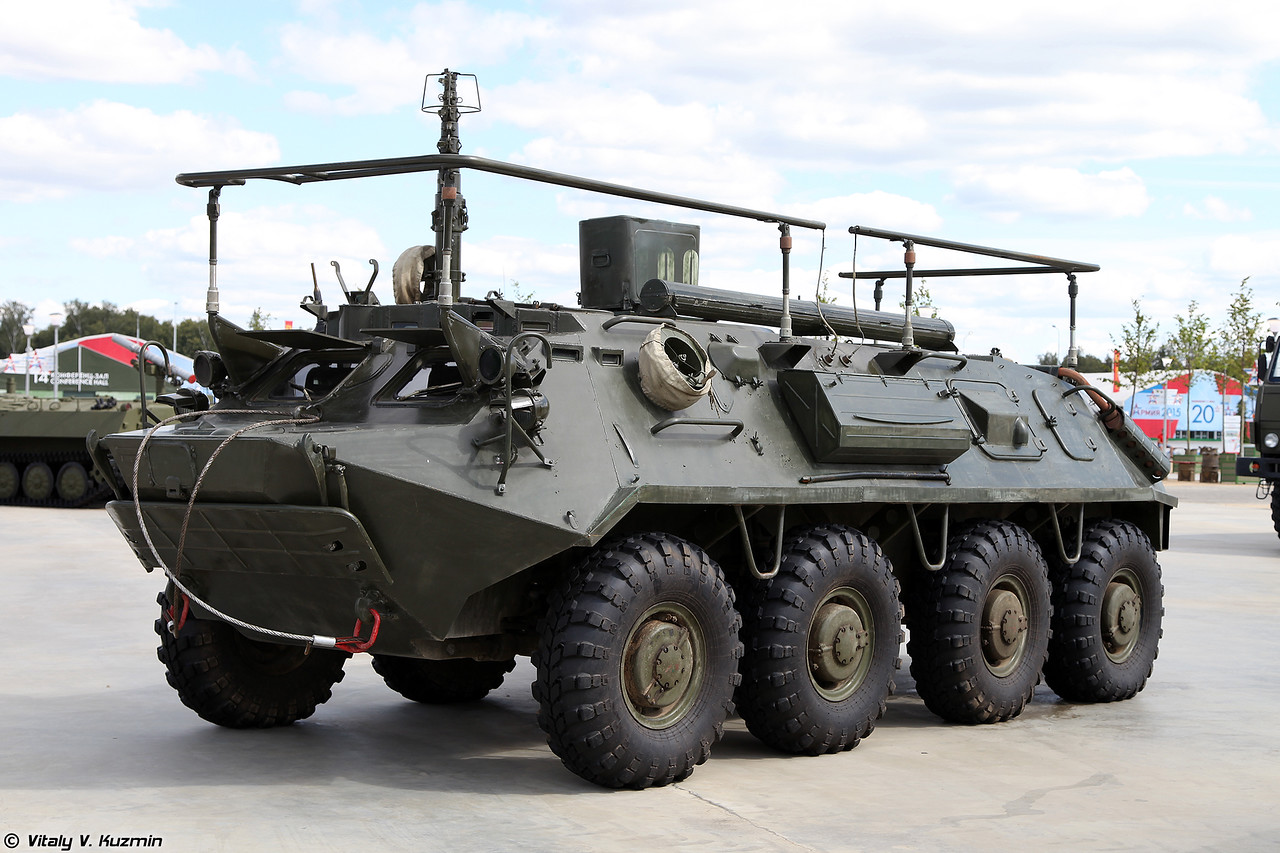 Командно-штабная машина Р-145БМ Чайка (R-145BM command vehicle)
