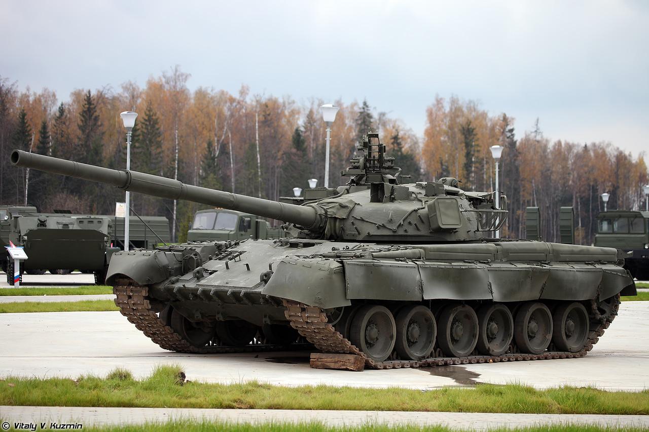 Т-80Б (T-80B main battle tank)