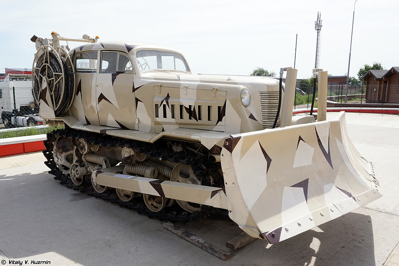 Самодельная машина на базе трактора ДТ-75 (Custom made vehicle on DT-75 tractor chassis)