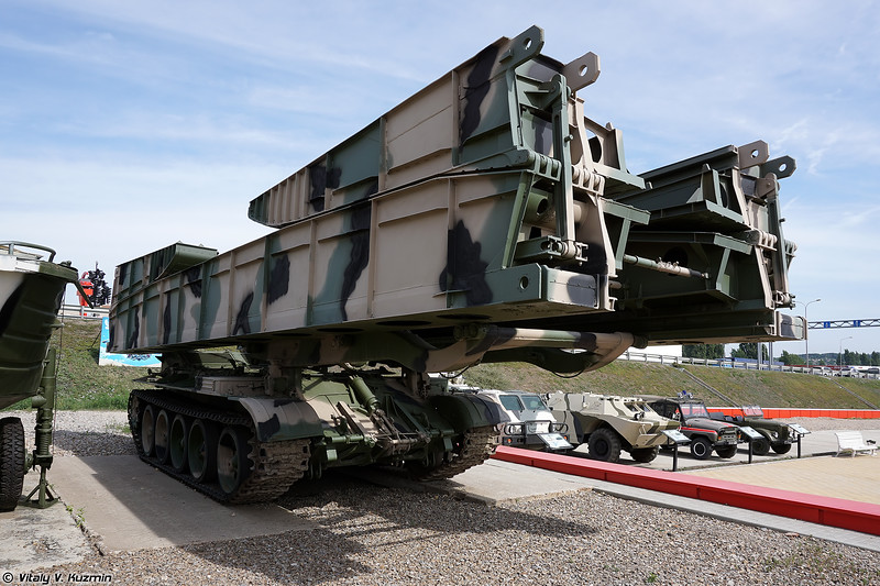Танковый мостоукладчик МТУ-20 (MTU-20 bridge-laying vehicle)