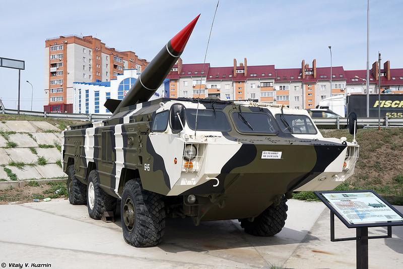 Колесное шасси БАЗ-5922, переделанное под пусковую установку 9П129 РК Точка (BAZ-5922 chassis visually modified to be 9P129 TEL of Tochka missile system)