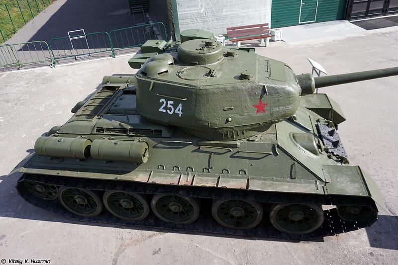 Танк Т-34-85 (T-34-85)