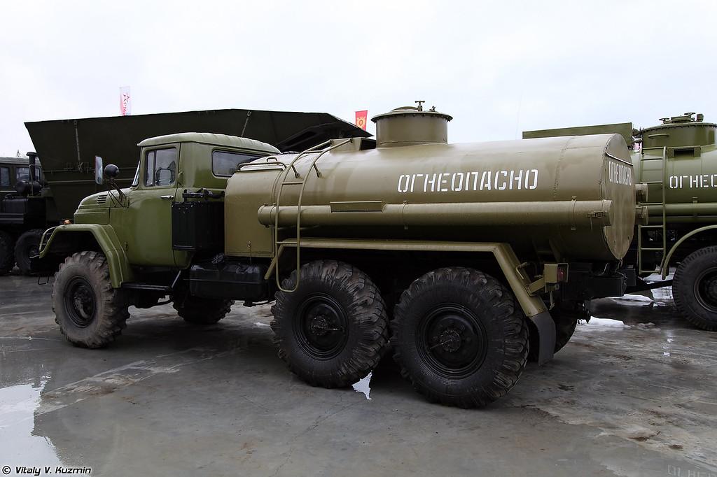 Автотопливозаправщик АТЗ-4,4-131 (ATZ-4,4-131 refueling vehicle)